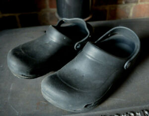 Crocs Black Closed Toe Ankle Strap Slip On Off Sandals Shoes Comfort M 8 W 10