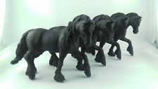 Lot 4 figurines chevaux PAPO 2010