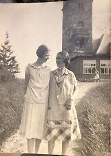 Foto, original, dos jóvenes mujeres ante bimarckturm en lütjenburg 1926