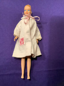 SKIPPER DOLL. (BARBIE COLLECTION) #950. 1964 ONLY. NO HAIR. MATTEL ROBE. (SD-72)