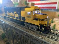 HO Scale Proto 2000 Santa Fe ATSF #4028 EMD GP60 with DCC & LED Kadee DETAILED!