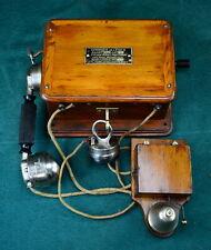 Sehr schönes originales altes Holz Wandtelefon mit Klingel, Frankreich um 1920