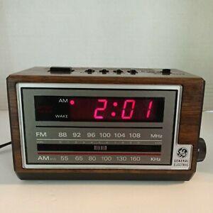 Vintage General Electric GE Wood grain Digital Alarm Clock AM/FM Radio 7-4601A