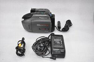 PANASONIC PV-L650D VHS VIDEO RECORDR VHS-C PALMCORDER W/BATTERY, CHARGER & CASE