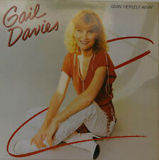 GAIL DAVIES - GIVIN HERSELF AWAY     WB 56981 LP  (Y4)