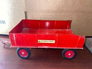 TRU-SCALE  Ertl Red International TRAILER Farm Tractor Attachment Vintage