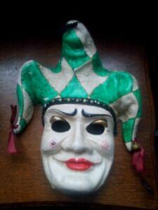 Masque artisanal carnaval de Venise avec grelots hauteur 30 cm cm papier mâché