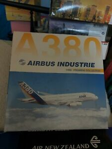 Dragon Wings Airbus A380 House Colour 1/400