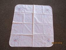 VINTAGE HAND EMBROIDERED TABLE CLOTH & 4 NAPKINS -NEW -SEE INFO & PICS -FREESHPG