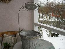 Runde Markenlose Deko-Blumenübertöpfe im Landhaus-Stil