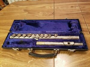Artley 18-0 Student Flute in Black Case, Silver flute missing parts