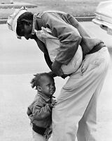 AFRICAN AMERICAN MAN W/ CRYING CHILD CANDID 8x10 SILVER HALIDE PHOTO PRINT