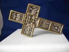 Cruz de bronce. Soporte mesa. Escenas Calvario. Años 60-70. España. Relieve