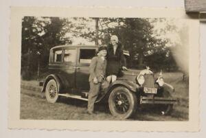 altes org. Foto Auto Chrysler   PULLMANN-LIMOUSINE mit Frau stehend um 1920