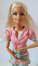 Barbie 90s 2000s Vet Mascotas Salón cuna brazo piernas pose Articulado Brazo en muy buena condición