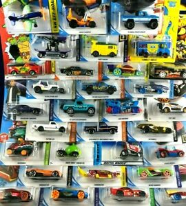 Hot Wheels - KIDS CHRISTMAS FUN - LOT of 8 - Mixed Cars & Trucks  NEW In Package