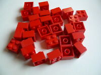 Lego 30 briques rouges 2 x 2 / 30 red bricks