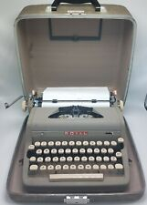 Vintage 1940's  ROYAL QUIET DELUXE Manual Portable TYPEWRITER in CASE