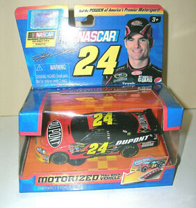 Jeff Gordon #24 DuPont Motorized Pull Back Action Vehicle 1:43 Scale JADA 2010