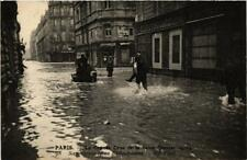CPA La Grande Crue de la Seine. 98 Rue Bellechasse. Sauveteurs (561654)