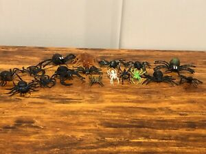 Lot of 17 Assorted Rubber Plastic Toy Insect Spiders Large, Medium, & Small