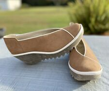 NWOB Women's Fly London Tan Suede Wedge Shoes White Piping Sz 39 US 8