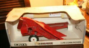 ERTL IH McCormick 1-PR Corn Picker 1/16 Scale
