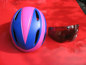 BICYCLE HELMET WITH WITH SUN VISOR ATTACHES MEGNETICALLY