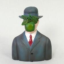 """René Magritte """" Der Sohn des Uomo """" PICCOLO MUSEO SCULTURA IN CONFEZIONE REGALO"""