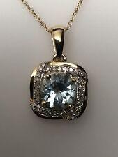 10k Oro Amarillo Redondo Aguamarina y Diamante Colgante con Cadena 0.10ct Twt