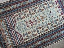A DELIGHTFUL OLD HANDMADE INDIAN RUG (190 x 123 cm)