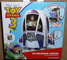 Nintendo DS Lite DSi Toy Story Buzz Lightyear ASTRONAVE console Dock Caricabatteria Nuovo