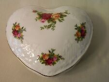 VINTAGE ROYAL ALBERT OLD COUNTRY ROSES COVERED TRINKET BOX