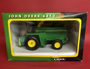2001- ERTL 1/32 John Deere 6850 Forage Harvester No5129 NMIB