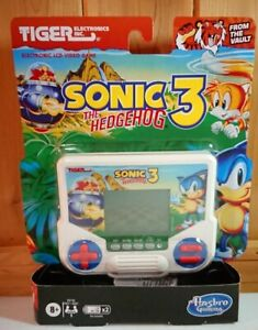 Hasbro Tiger Electronics Sonic the Hedgehog 3 Electronic LCD Video Game - E9730