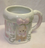 ENESCO PRECIOUS MOMENTS CHRISTMAS SUGAR TOWN COTTAGE COFFEE MUG / CUP 1994