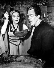 "FRED GWYNNE & YVONNE De CARLO IN ""THE MUNSTERS"" - 8X10 PUBLICITY PHOTO (BB-996)"