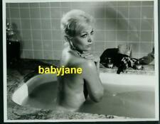 KIM NOVAK VINTAGE 8X10 PHOTO NUDE IN BATHTUB NOTORIOUS LANDLADY 1962