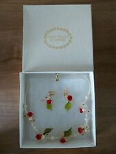 Daisy Chain of Cambridge Necklace/Earrings Original Box  - Rare Vintage Find