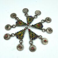 Assembling necklaces. Amazigh elements. Moroccan assemblage