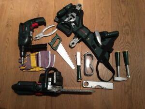 """Kinderwerkzeuggürtel """"Bosch"""" inklusive Bohrmaschine und Kettensäge, gebraucht"""