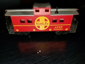 ATSF RED CABOOSE WITH SILVER ROOF, 999851 - CAB24