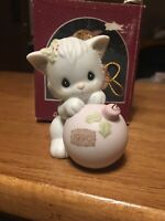 1990~KITTY CAT~WISHING YOU A PURRFECT HOLIDAY Precious Moments Ornament 520497