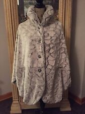 LINDI Luxe Light Grey Faux Fur Ladies Elegant Cape like Jacket size 1X