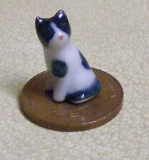1:12 Dolls House Sitting Ceramic Black & White Kitten Accessory Cat Ornament ZA
