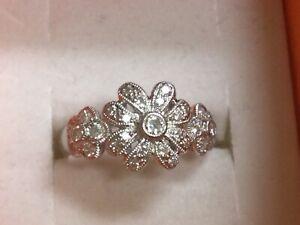 Lovely Platinum & Diamond Triple Flower Design Ring Size 7 1/4… 5.8gr