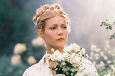 Gwyneth Paltrow Beautiful Holding Flowers Shakespeare Love 11x17 Mini Poster