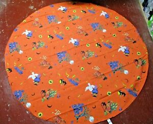 """VINTAGE 1994 HALLOWEEN TABLECLOTH  PUMPKINS GHOSTS HAUNTED HOUSE 68"""" Wide"""