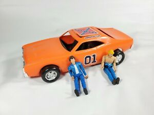 """THE GENERAL LEE - THE DUKES OF HAZZARD - w/2 FIGURES VINTAGE 1980 MEGO 10"""" CAR"""