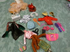 lot barbie,,15piéces,sacs,chaussures etc +supplement a recoudre , robe vintage